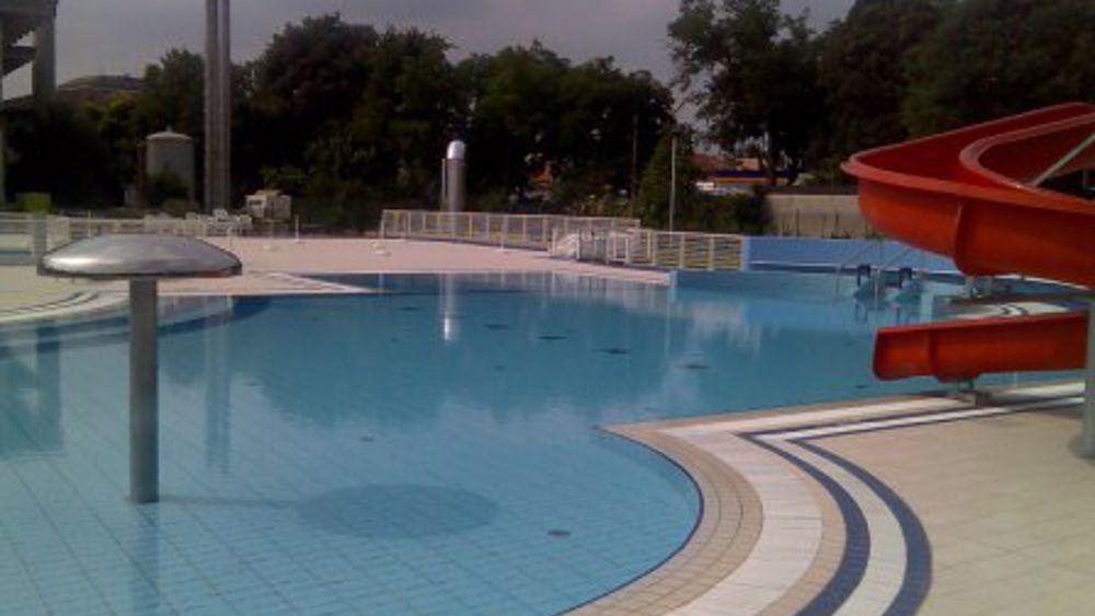 Estate in piscina le strutture a udine e provincia for Piscina campolongo