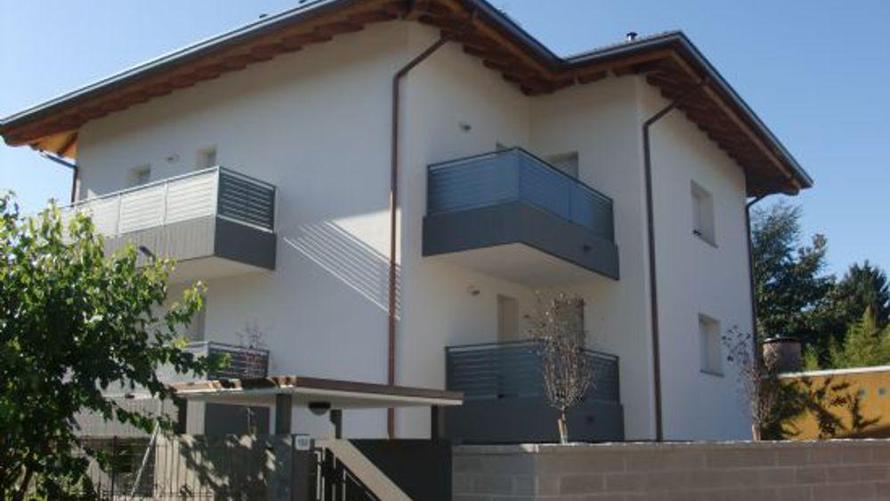 Tarcento uomo finge l 39 acquisto di una casa e chiede i for Quanti soldi per costruire una casa