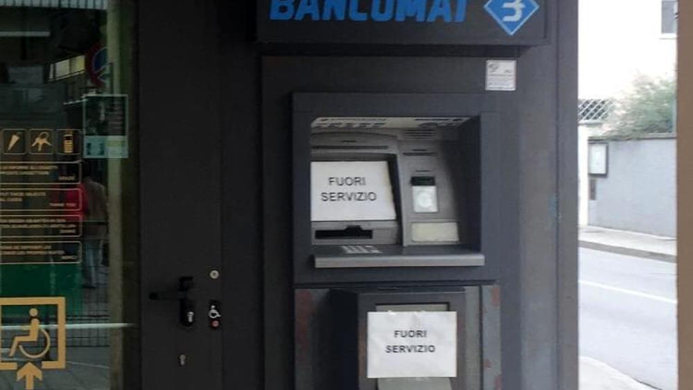 Quattro rapinatori assaltano senza successo il bancomat di Cervignano del Friuli - Udine Today