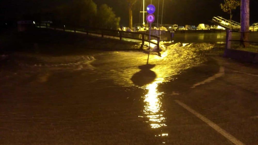 Lignano, strade sott'acqua e black out: cittadini invitati a non uscire di casa - Udine Today