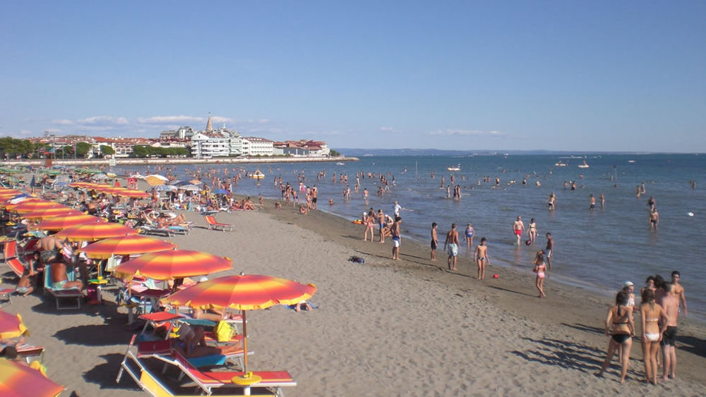 Matrimonio Spiaggia Grado : Morta bambina di basiliano in spiaggia a grado
