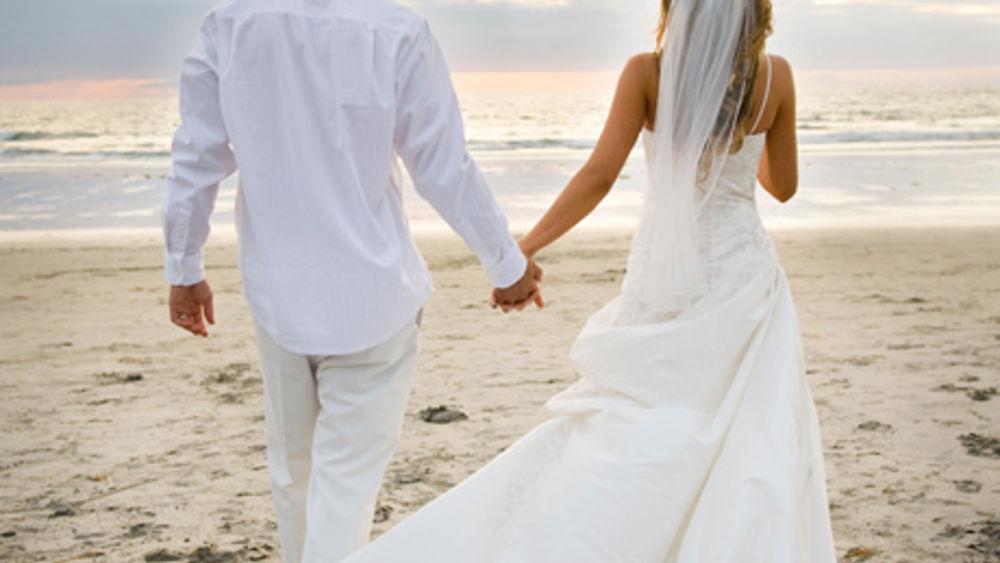 Matrimonio Spiaggia Palermo : Lignano sabbiadoro: matrimonio celebrato in spiaggia